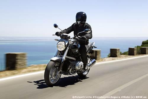 Conducir con viento en moto Poluxcriville-bmw-moto-ruta