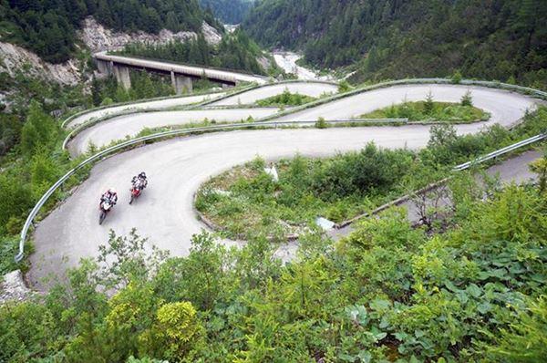 PoluxCriville-Via- Motociclismo.it-conduccion-segura-moto-curvas-horquillas-puertos