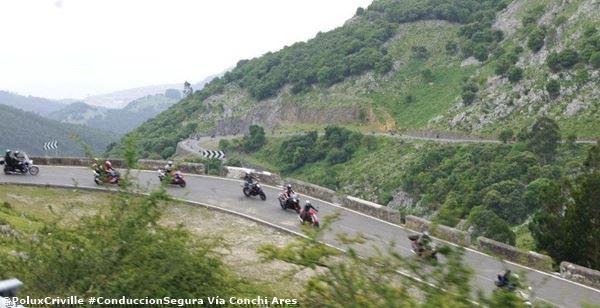 PoluxCriville-Via-Conchi_Ares -conduccion-segura-moto-grupo-numeroso