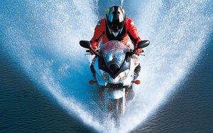 PoluxCriville-Motociclismo-es-conduccion-moto-mojado