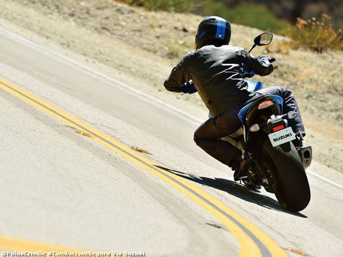 poluxcriville-via-suzuki-curvas-moto-peso-estriberas-direccion-conduccion-segura