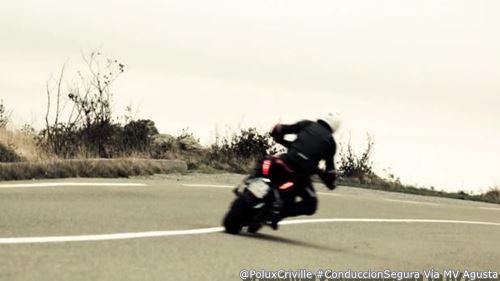 PoluxCriville-MV Brutale 800-curva-abierta-conduccion-segura-moto