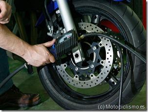 PoluxCriville-Motociclismo-es-neumaticos-mantenimiento