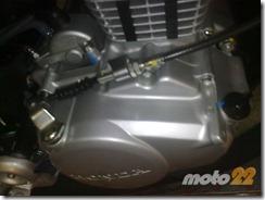 PoluxCriville-Moto22-puntos-de-control-en-aceite