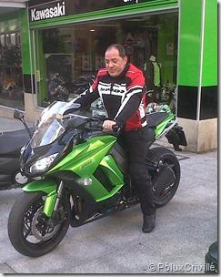 PoluxCriville_Probando_Kawasaki_Z1000SX_Grip_Moto_Karlangas (1)