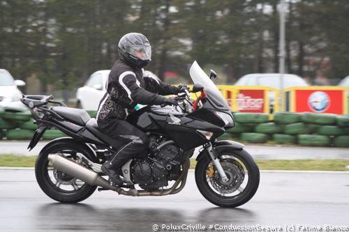 PoluxCriville-Via-Fatima Blanco-moto-conduccion-segura-lluvia-visibilidad