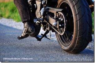 PoluxCriville-Marianne-Mayer-bota-turismo-moto
