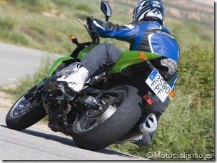 PoluxCriville-Motociclismo-es-rodar-seguro-neumaticos-moto