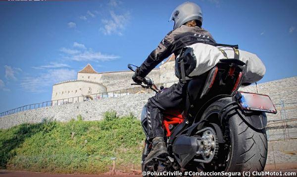 PoluxCriville-Via-ClubMoto1_com-Uwe_Krauss-neumatico-temperatura-moto-conduccion-segura