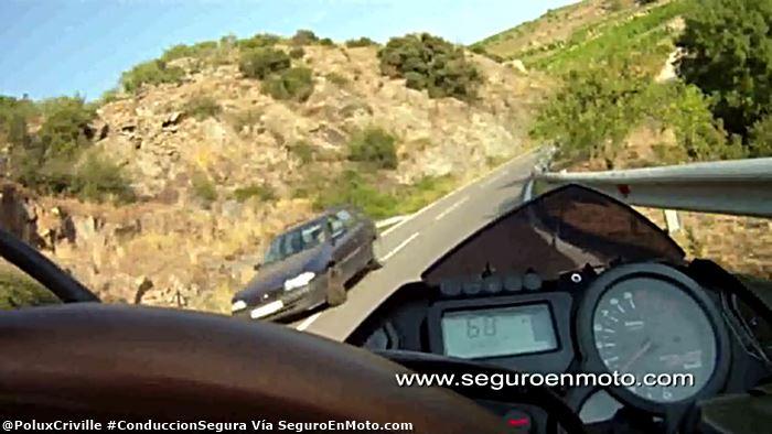 poluxcriville-via-seguroenmoto-com-automoviles-invaden-carril-peligro-para-motociclistas