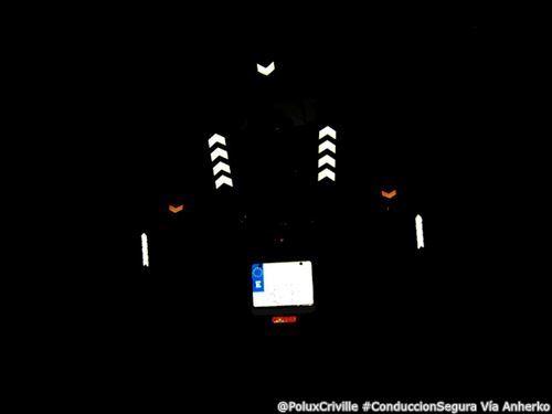 PoluxCriville-Via-Anherko-conduccion-segura-moto-noche-ser-visto-reflectante