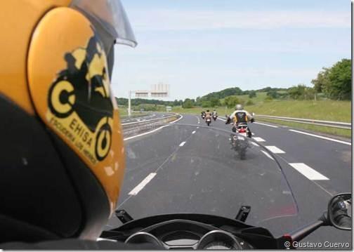 PoluxCriville-Gustavo-Cuervo-viajar-en-grupo-moto