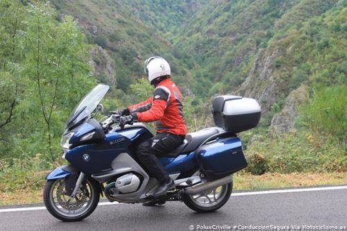 PoluxCriville-Motociclismo_es-Jose-Ramon-Noguerol-visibilidad-moto-ruta-conduccion-segura