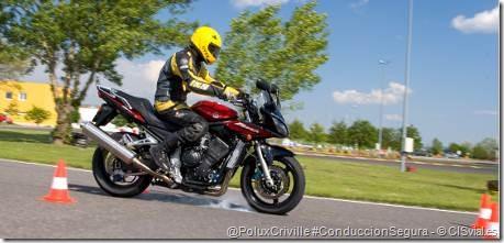 PoluxCriville-CISvial_es-curso-conduccion-segura-moto-frenada