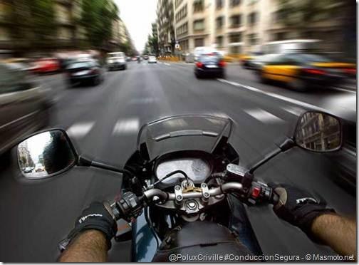PoluxCriville-Masmoto_net-conducir-moto-ciudad-trafico-urbano