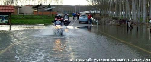 PoluxCriville-Vía_Conchi Ares-moto-lluvia-conduccion-segura-aquaplaning