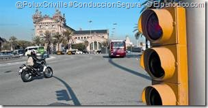 PoluxCriville-Elperiodico_com_FERRAN_NADEU-_ALBERT_BERTRAN-moto-semaforo