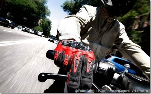 PoluxCriville-La-Moto-maneta-freno-posicion-mano-moto