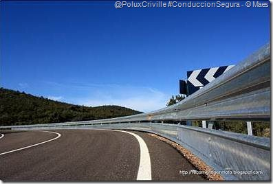 PoluxCriville-Maes-Recorriendoenmoto_Blogspot_com-ruta-moto-curvas-carretera-guardarrailes