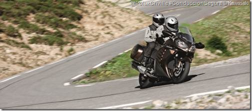 PoluxCriville-Formulamoto_es-moto-ruta-pasajero-curvas-Kawa_1400GTR