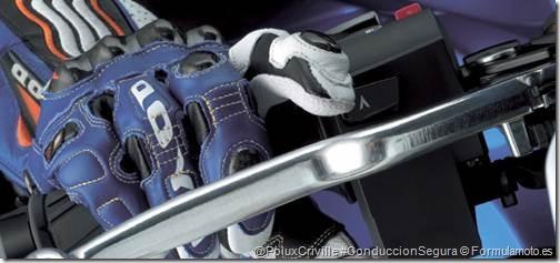PoluxCriville-Formulamoto_es-Suzuki-GSX-R1000L-guante-mano-freno-maneta-conduccion-segura