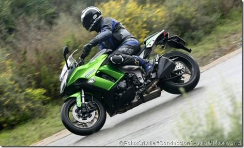 PoluxCriville-Masmoto_net-moto-conduccion-lluvia-Kawasaki-z1000sx-frenada