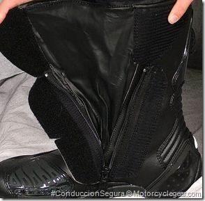 PoluxCriville-motorcyclegear_com-moto-bota-seguridad-pasiva-waterproof-alpinestars-SMX5