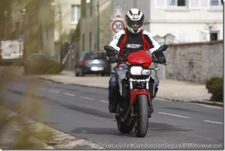 PoluxCriville-Motorevue_com-Bruno_Sellier-f-800-bmw-moto-ruta-ciudad-curvas