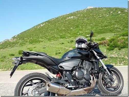 PoluxCriville-Stray_Bullet-Valle_Cabuerniga-moto-ruta (2)
