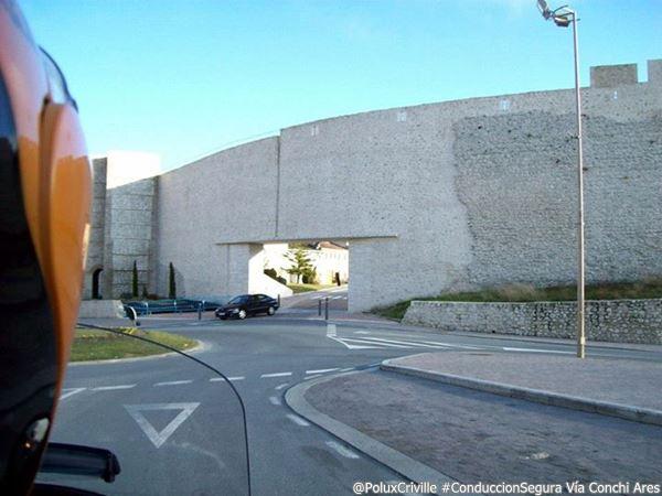 PoluxCriville-Via_Conchi Ares-Moto-rotonda-manillar-frenada