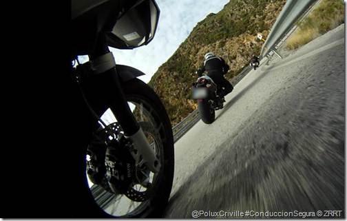 La adherencia en moto  Poluxcriville-zrrt-zona-roja-racing-team-moto-curvas-adherencia-gomas