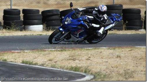 PoluxCriville-Javi_San-moto-conduccion-segura-curvas-mirada