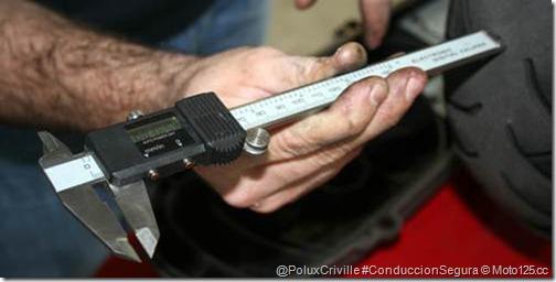 PoluxCriville-moto125_cc-moto-conduccion-segura-neumaticos-desgaste