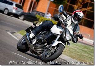 PoluxCriville-Motociclismo_es-Jaime_de_Diego-comparativa_naked_Hornet-CB600F-Speed-Triple_4