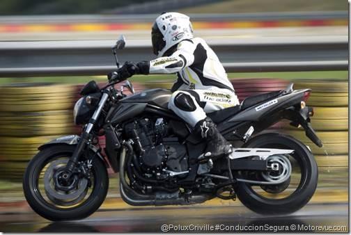 PoluxCriville-motorevue_com-© DR-neumatico-metzeler-roadtec-interact-z8-conduccion-segura-moto-lluvia-mojado