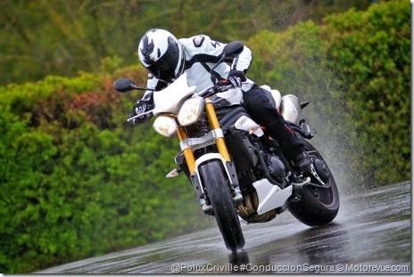 PoluxCriville-Motorevue_com-Olivier_de_Vaulx-speed-triple-r-moto-seguridad-agua-conduccion
