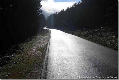 PoluxCriville-autocasion_com-placas-hielo-asfalto-moto