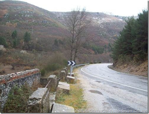 PoluxCriville-Conchi_Ares-estado-carreteras-montaña-moto-curvas