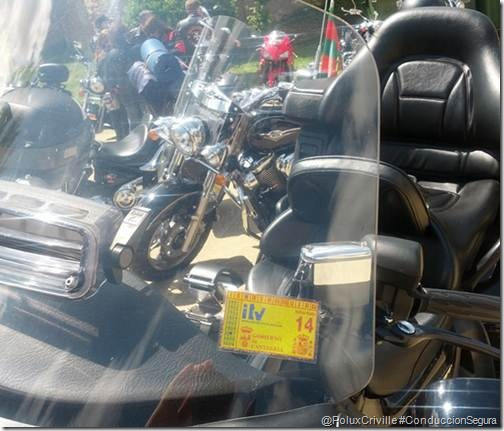 PoluxCriville-conduccion-segura-moto-itv-pegatina (1)