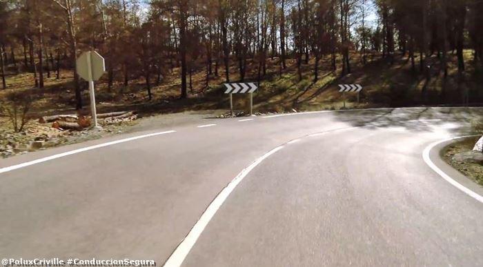 poluxcriville-hondamontesatube-cb100-carretera-curva-derecha-moto