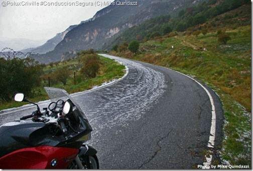 PoluxCriville-Mike_Quindazzi-estado-carreteras-montaña-moto-curvas