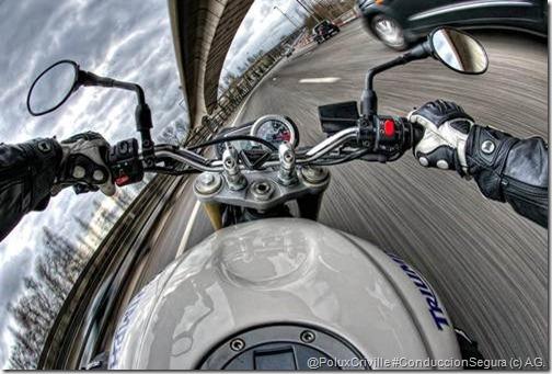 PoluxCriville-A.G.-photographe-conduccion-segura-moto-frenos-triumph-triple-speed