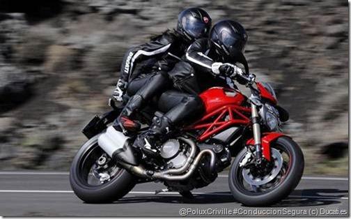 PoluxCriville-Ducati_es-conduccion-segura-moto-frenos-pasajero-monster-curvas