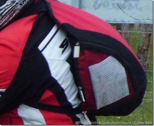 PoluxCriville-Stray-Bullet-mochila-casco-moto-ruta