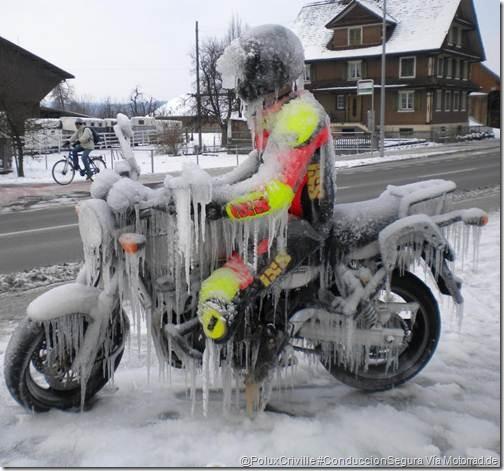 PoluxCriville-Motorrad_de-moto-frio-ruta-curvas