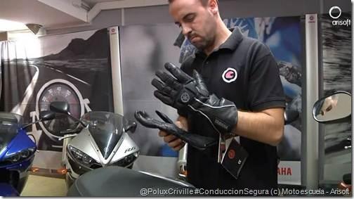 PoluxCriville-Motoescuela-Arisoft-equipacion-moto-proteccion-guantes