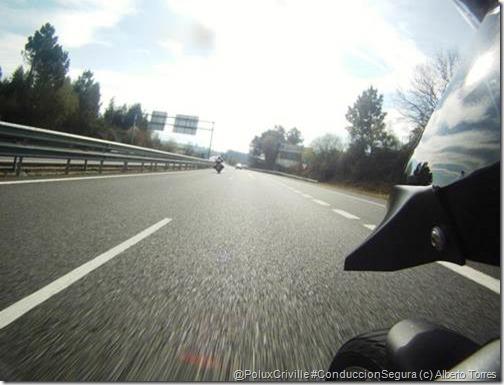 PoluxCriville-Alberto-Torres-Rodriguez_moto-metros-segundo-velocidad-conduccion-segura