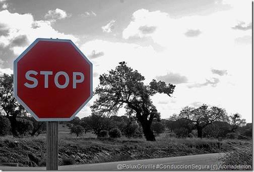 PoluxCriville-Aromadelimon-Via-circulaseguro_com-señal-stop-trafico-moto