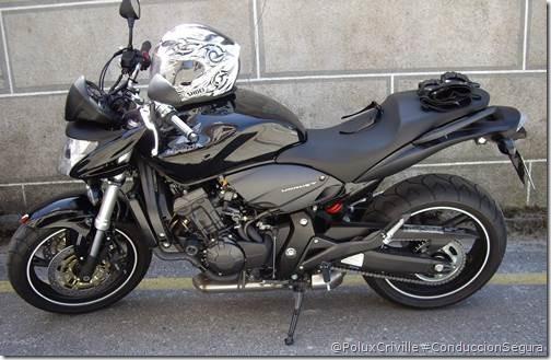 PoluxCriville-_Hornet-moto-aparcar-marcha-metida-freno