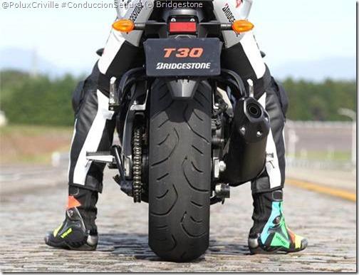 PoluxCriville-Bridgestone-Blattlax-T30-neumatico-moto-Sport-Touring (1)